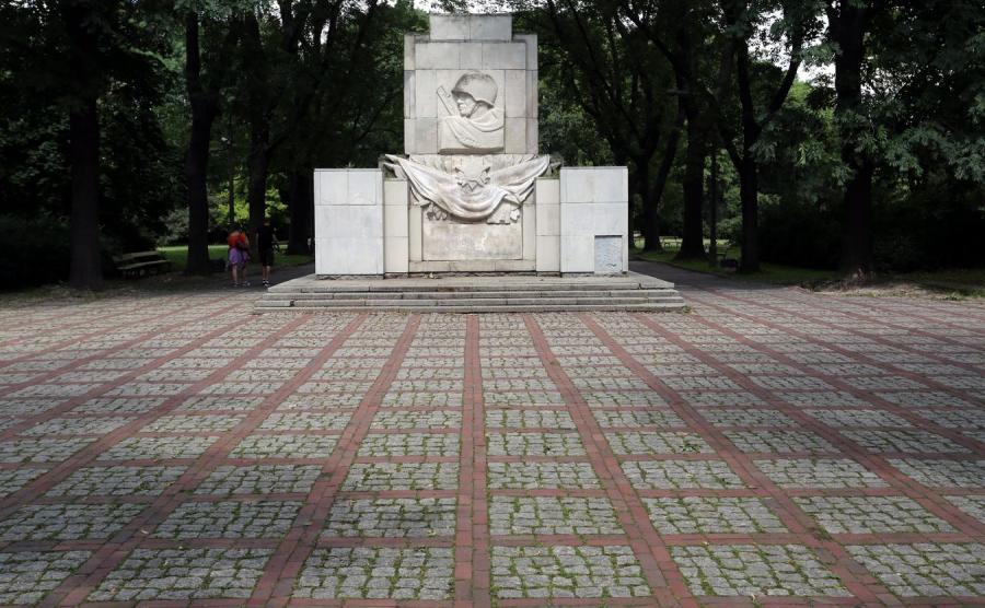 Pomnik wdzięczności dla Armii Czerwonej w Parku Skaryszewskim w Warszawie