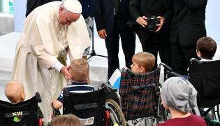 Papież wśród chorych dzieci