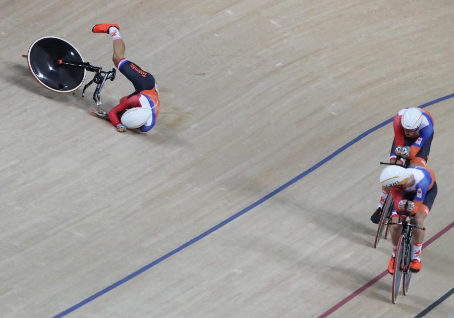 Joost van den Burg roztrzaskał się na kolarskim torze