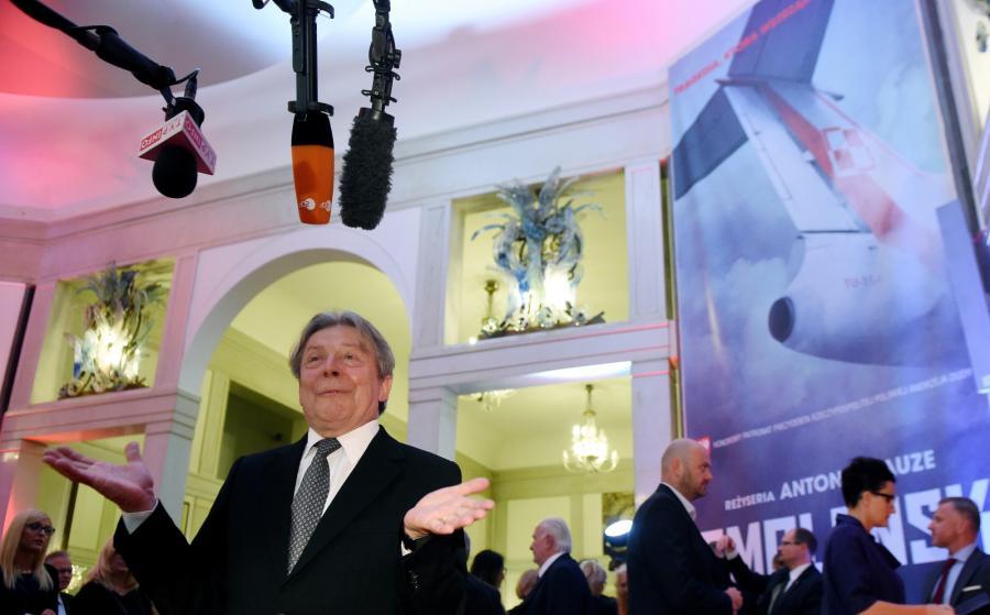 """Aktor Lech Łotocki przed uroczystą premierą filmu """"Smoleńsk"""""""