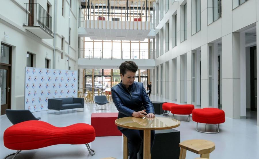 Prezydent Warszawy Hanna Gronkiewicz-Waltz w nowopowstałym Centrum Kreatywności Targowa