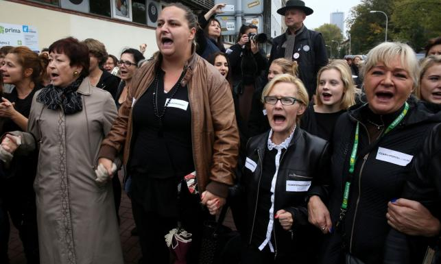 Czarny poniedziałek w obronie praw kobiet. Protest przed siedzibą PiS. ZDJĘCIA