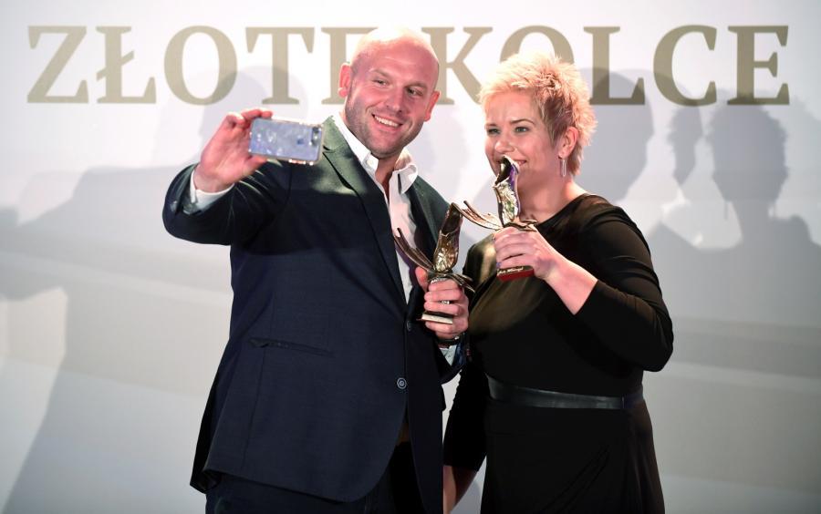 Srebrny medalista z Rio, młociarz Piotr Małachowski (L) i złota medalista olimpijska, młociarka Anita Włodarczyk (P), zostali laureatami 1. miejsca nagrody Złote Kolce