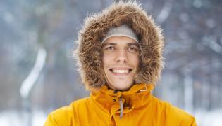 Mężczyzna zimą