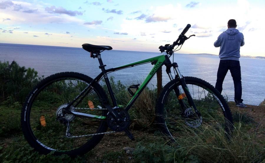 Poranna wyprawa rowerem na rozgrzewkę, a potem za kierownicę skody kodiaq