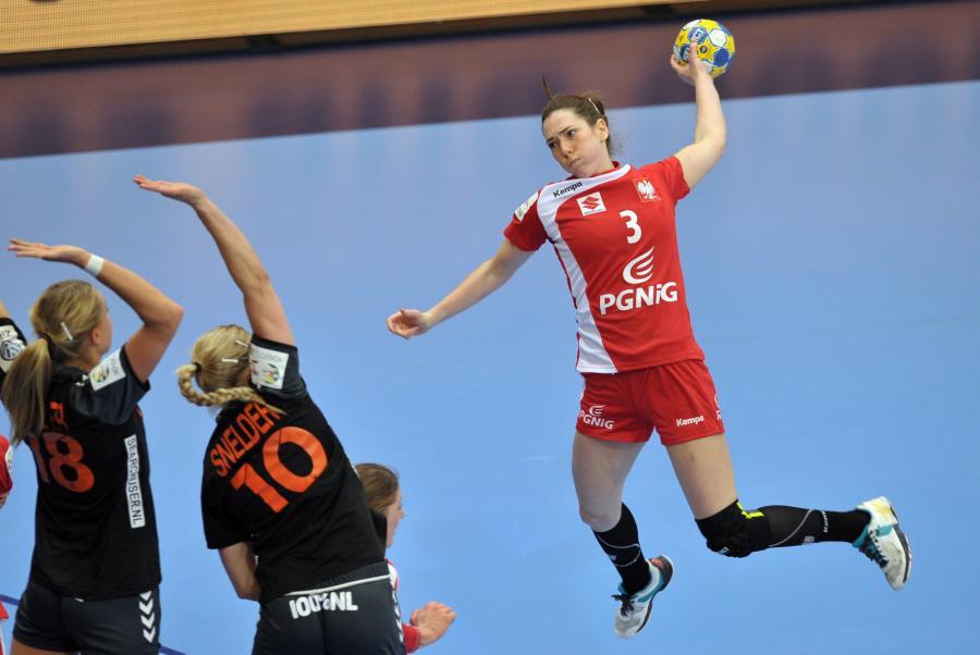 Polka Monika Kobylińska (P) oraz Holenderki Kelly Dulfer (L) i Danick Snelder (C)