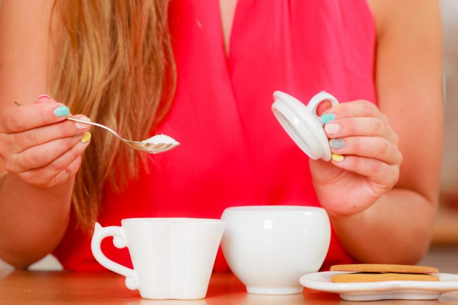 Słodzenie herbaty