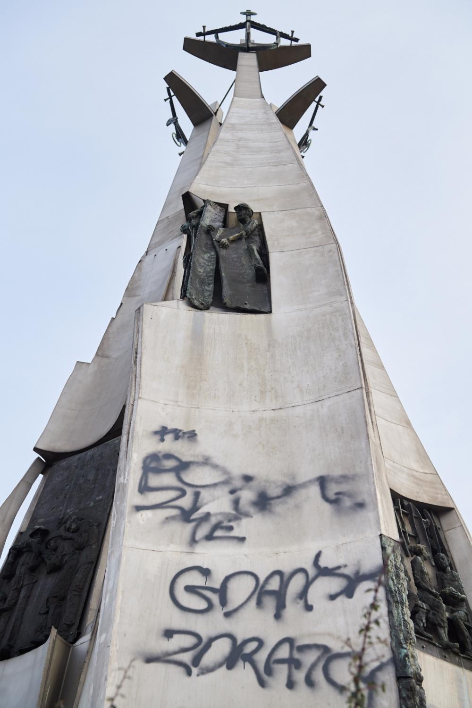 Zdewastowany Pomnik Poległych Stoczniowców na Placu Solidarności w Gdańsku