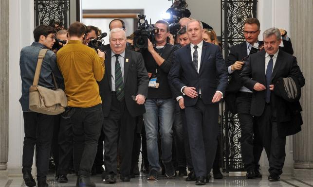 Lech Wałęsa w Sejmie na posiedzeniu klubu PO. \
