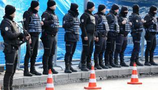 Turecka policja przed klubem Reina