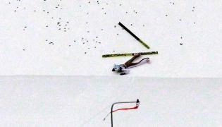 Upadek Kamila Stocha podczas serii próbnej przed konkursem Turnieju Czterech Skoczni w Innsbrucku