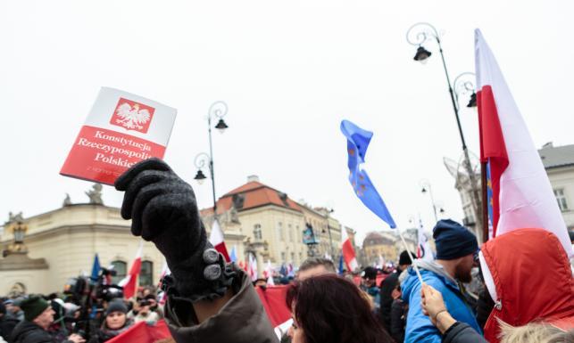 Żegnaj, III RP! Polska dojrzała do głębokiej zmiany ustroju