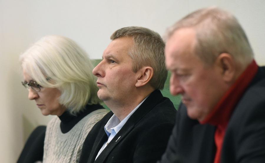 Od lewej Grażyna Biskupska, Kuba Jałoszyński i Jan Pol na sali rozpraw