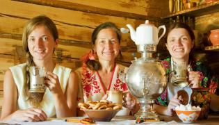 Rosjanki piją herbatę
